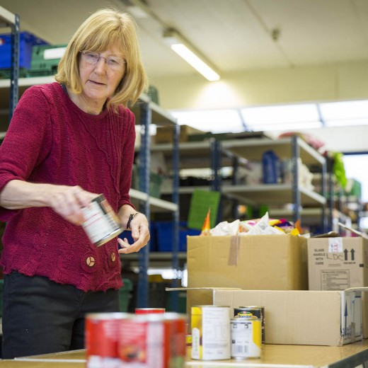 warehouse_volunteers_20151023_0072